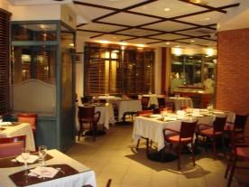 Au petit caporal bar restaurant h tel presse for Bar belge maison alfort