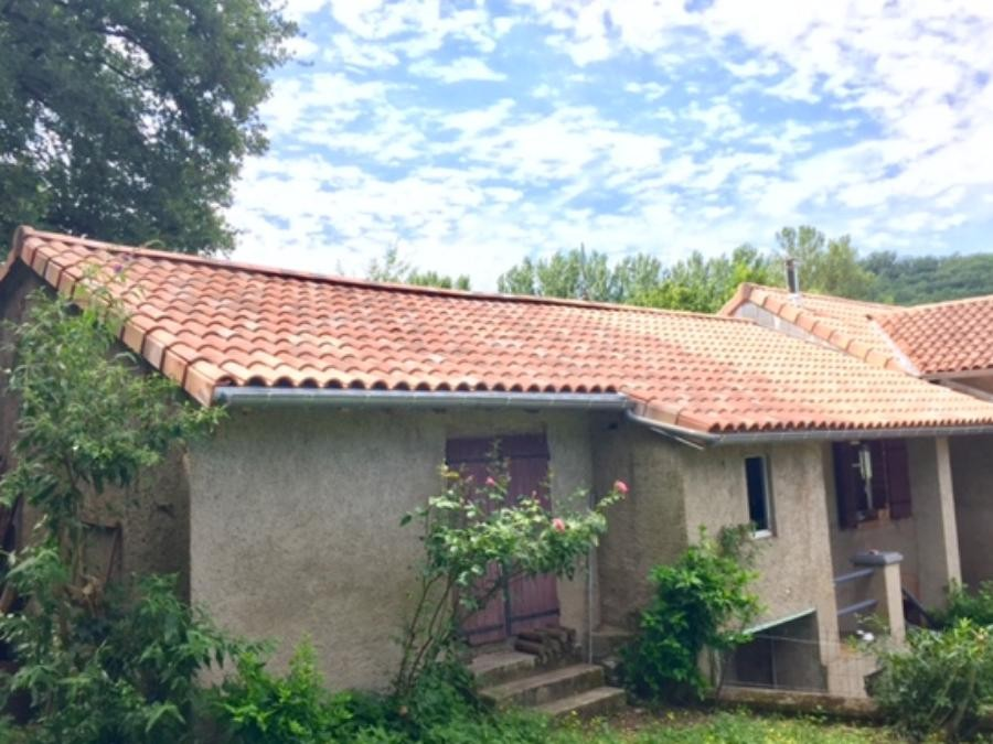Toiture en tuile pastel occitan