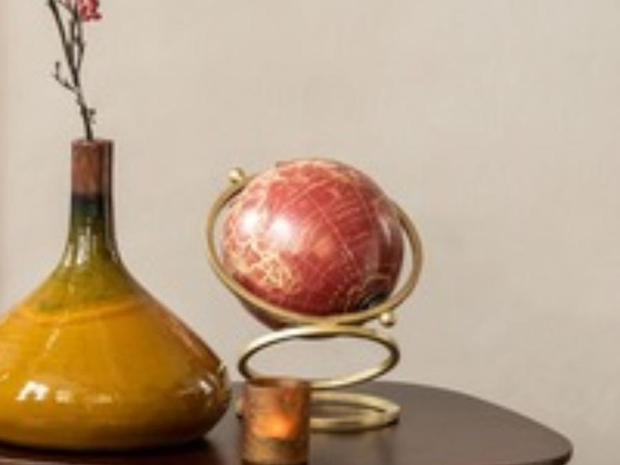 Globe rouge anneaux dorés